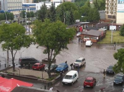 Чому Чернівці затоплює після кожної зливи: пояснення комунальників