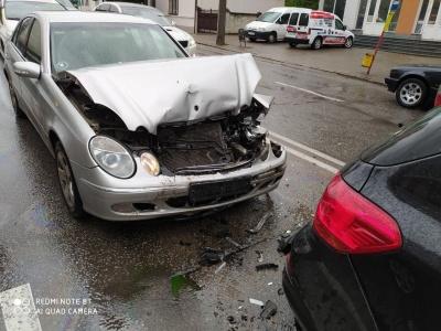 ДТП в Чернівцях: на Героїв Майдану зіткнулись чотири авто - фото