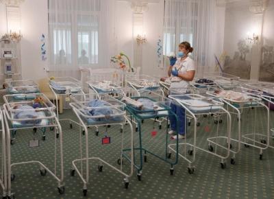 Скандал із сурогатним материнством: з Аргентини до України приїхали батьки 11 немовлят