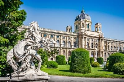 Австрія з середини червня суттєво послабить карантин: що дозволять