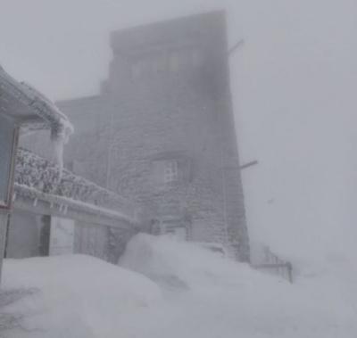 Останній день весни у Карпатах зі снігом