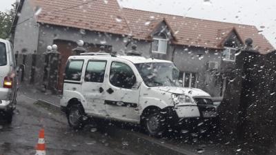 На Буковині автівка врізалась у паркан – фото