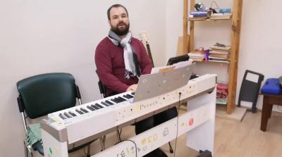 Экс-вокалист ТНМК душевно исполнил «Красную руту» - видео