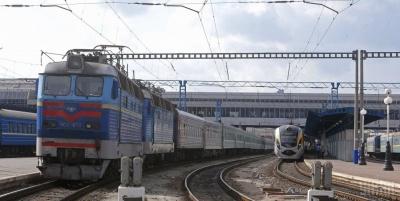 Укрзалізниця виходить з карантину: в Україні почали курсувати потяги – список