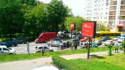 У Чернівцях знову зіткнулися чотири авто: через ДТП утворилися затори