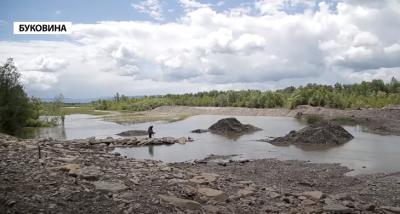 Гірська річка може «накрити» 20 сіл Буковини: вода розмиває стару дамбу