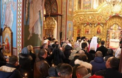 Уряд планує дозволити масові служби у церквах