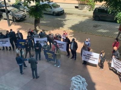 Жителі Коровії пікетують ОДА: не хочуть до Чернівецької ОТГ