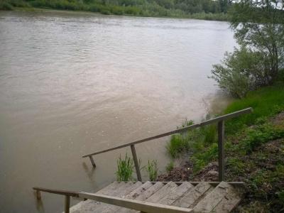 У Чернівцях у Пруті через зливи суттєво піднявся рівень води – фото