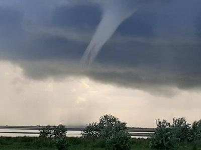В Україні зафіксували торнадо: вражаючі фото