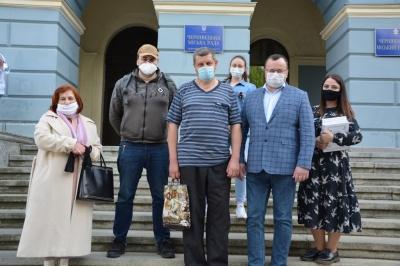 Медик із Дніпра захворів COVID-19 після 2 тижнів роботи в лікарні Чернівців