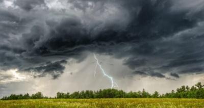 На Буковину суне негода: у найближчі години очікується гроза і злива з градом