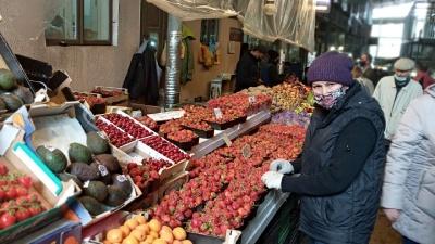 На ринках Чернівців суттєво подешевшали черешні та полуниця