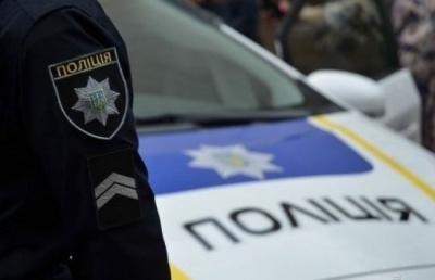 У селі на Буковині молодик викрав ВАЗ, врізався у стовп і втік