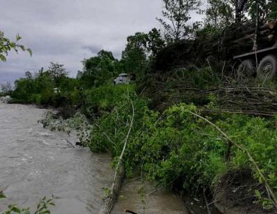 «Працювали всю ніч»: на Буковині рятувальники тимчасово зменшили загрозу прориву дамби