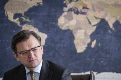 Керівник МЗС: У посольстві в Китаї лише один дипломат володіє китайською