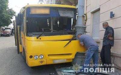 ДТП з маршруткою в центрі Чернівців: постраждали четверо пасажирів