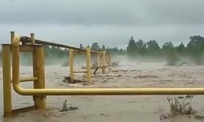 На Буковині паводок пошкодив газопровід: 2,5 тисячі родин можуть залишитися без газу