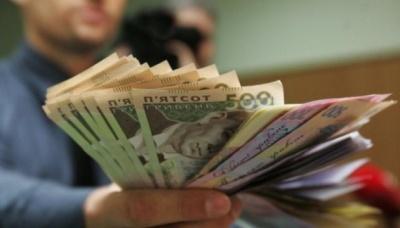 Вищі соцвиплати і штрафи для водіїв: що зміниться в Україні з 1 липня