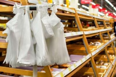 Уряд хоче заборонити безкоштовні пакети в магазинах