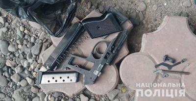Стрілянина в Чернівцях: молодик посеред вулиці поранив чоловіка