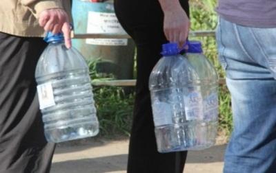 Жителям Чернівців підвозитимуть воду цистернами: графік по вулицях