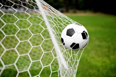 У футбольній прем'єр-лізі України відбувся поєдинок лідерів