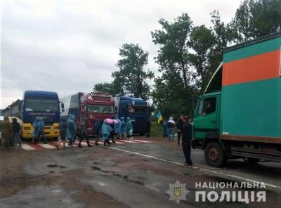Пікетувальники заблокували ще одну трасу на Буковині