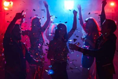 Уряд дозволить нічним клубам та деяким закладам культури працювати