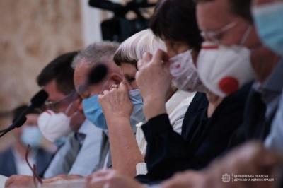 Підприємці Буковини попросили в Зеленського дозволу на продаж захисних масок за кордон