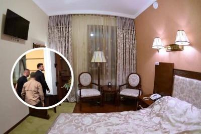 Номери для себе й охоронців: де і за скільки жив у Чернівцях президент Зеленський