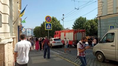 У Чернівцях в поліцію надійшло повідомлення про замінування  міськради, де мала відбутися акція проти поганих доріг