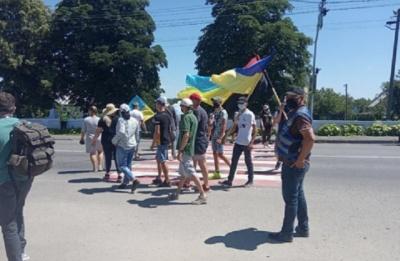 На Буковині мешканці Хотина 10-й день перекривають дорогу