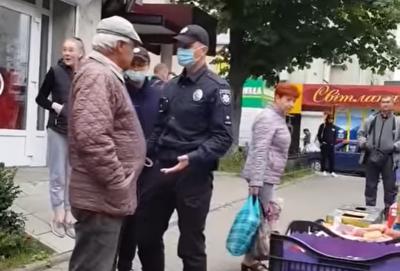 «Поводився агресивно»: у поліції розповіли, чому на пенсіонера в Чернівцях одягнули наручники