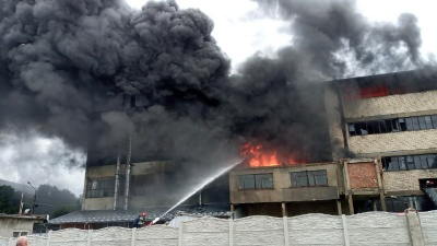 Масштабна пожежа у Чернівцях: горять складські приміщення  з гумовими виробами