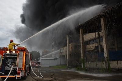 """Масштабну пожежу на """"Розмі"""" гасили три години - фото"""