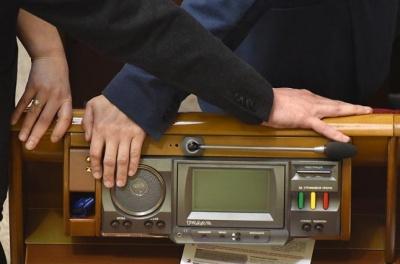 Частина «Слуг народу» виступила проти законопроекту Бужанського про мову. Нардепів з Буковини у списку немає
