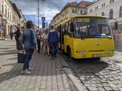 У міській раді Чернівців розповіли, чому не відновлюють проїзд у маршрутках по 5 гривень