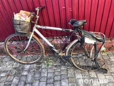 На Буковині легковик збив пенсіонера на велосипеді – фото