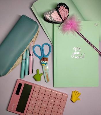 """Ручки, зошити, портфелі за доступною ціною: """"Смайл"""" – більше ніж просто канцелярія!*"""