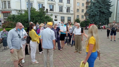 «Бужанського нам підкинула Росія»: у Чернівцях жителі вийшли на акцію на підтримку української мови