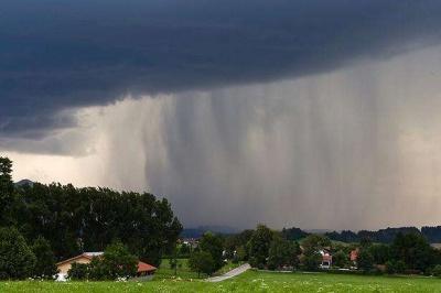 Через грози на заході України оголосили штормове попередження