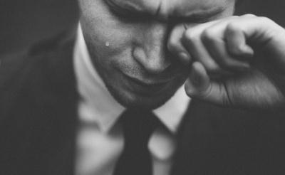 Що кажуть психологи про людей, які часто плачуть через будь-який привід