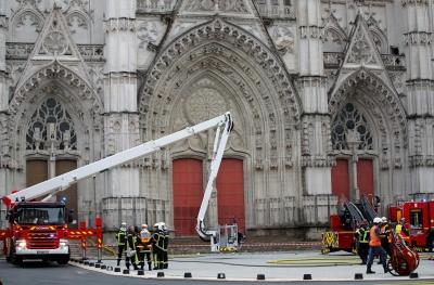 У Франції горить старовинний собор Святих Петра й Павла