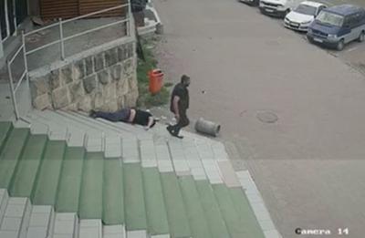 Помста за сина: у мережі з'явилося повне відео бійки із стріляниною в Чернівцях