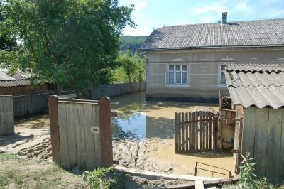 Потерпілим через повінь на Буковині виплатили 12 мільйонів гривень