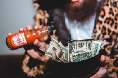 Прості звички, які допоможуть вам стати багатшими — вони як магніт притягають гроші у ваш будинок