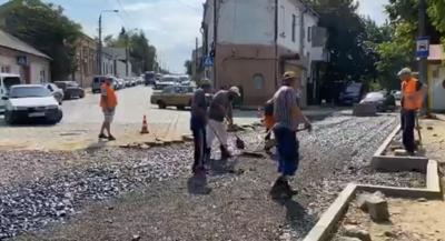 У Чернівцях почнуть асфальтувати розриту вулицю Руську