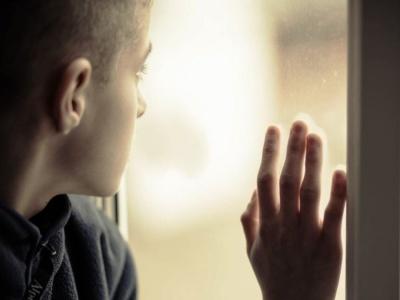 «Мама не хотіла, щоби він народився»: у Чернівцях опікунка просить допомогти зібрати до школи хворого сироту