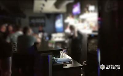Поліція продовжує штрафувати ресторани на Буковині за порушення правил карантину